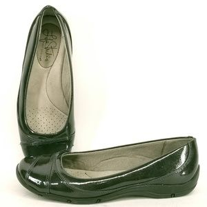 Life Stride Danica Patent Slip on Shoes 5.5 EC48